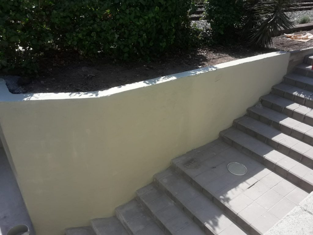 Pintado de la parte del muro reparado del mismo color al existente