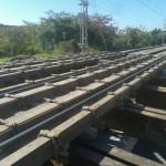 Apeo para ejecución de tunel, a base de perfiles metálicos amordazando y soportando carril y traviesas