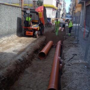 Colocación de tuberia de PVC de alta presión para conducción de aguas residuales y pluviales