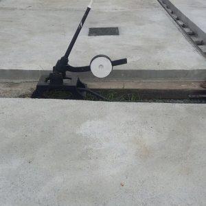Zona de aparatos de vía sin hormigonar y antes de instalar la protección del hueco.