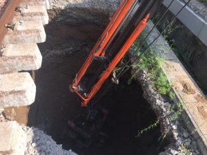 Saneado del fondo del socavón una vez seco