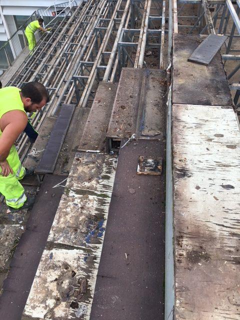 Arrancado de pavimento degradado previo a la colocación de nuevo pavimento de resina termoendurecida antideslizante, antibacteriana y con protección a rayos UV